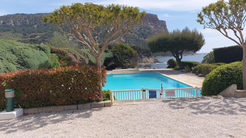 The swimming pool at or close to studio cassis 2