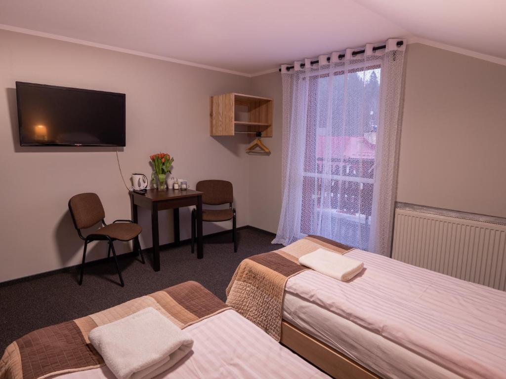 Łóżko lub łóżka w pokoju w obiekcie Dom Wczasowy Ada