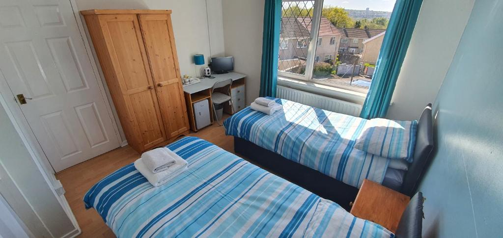 A bed or beds in a room at Sleep At No1