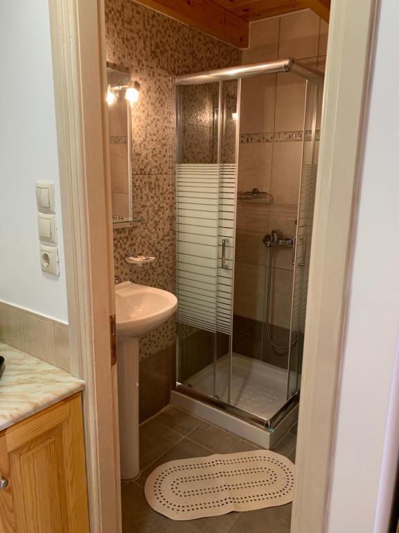 Ένα μπάνιο στο Glaros Guesthouse