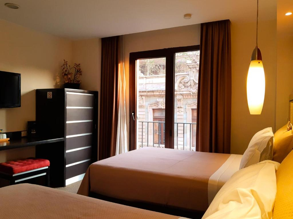 A bed or beds in a room at Hotel Catedral