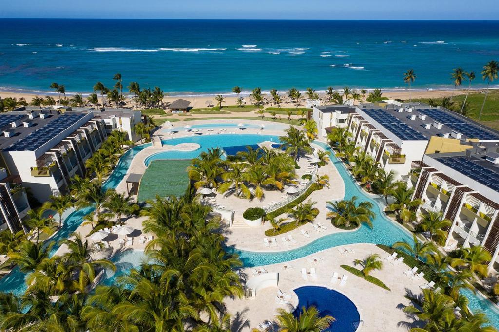 Вид на бассейн в Dreams Onyx Resort & Spa - All Inlcusive или окрестностях