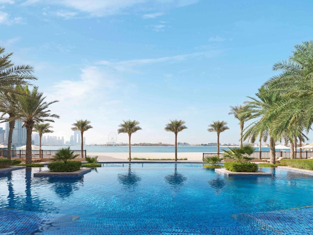 Bazén v ubytování Fairmont The Palm nebo v jeho okolí