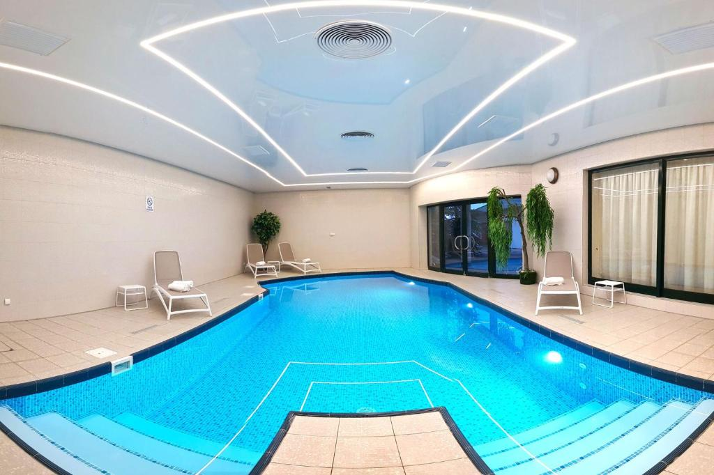 The swimming pool at or close to Hotel Amaryllis