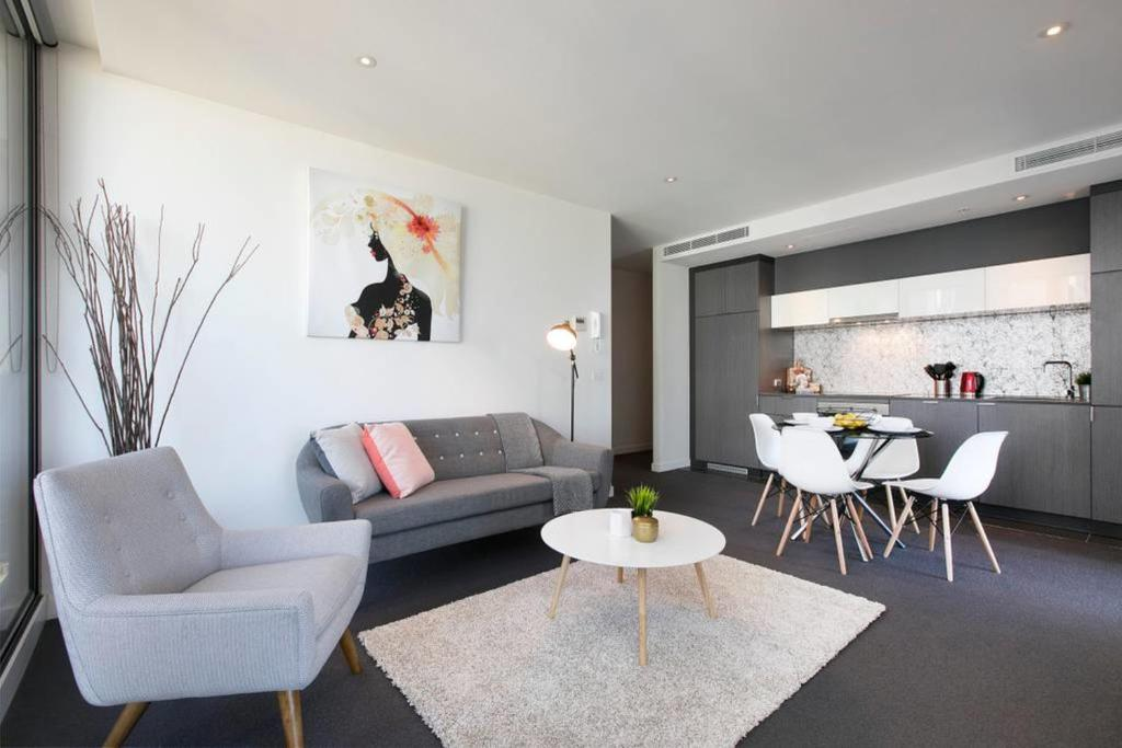 A seating area at Complete Host Wrap Apartments