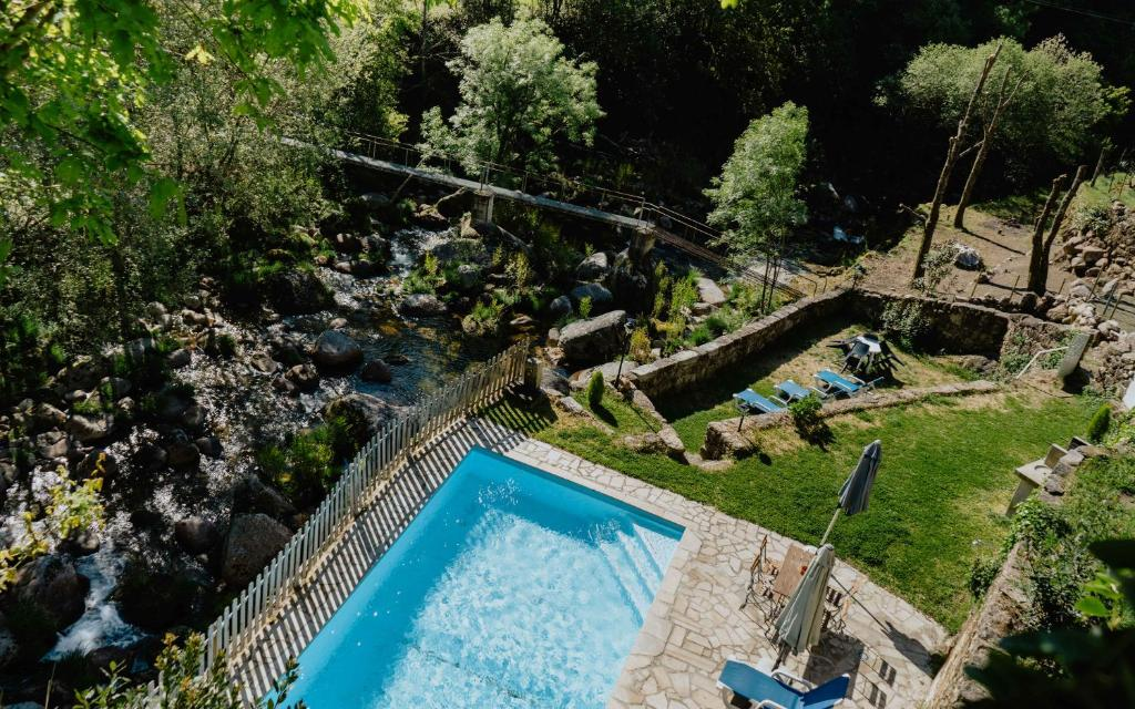 A view of the pool at Casas da Peneda - Geres or nearby