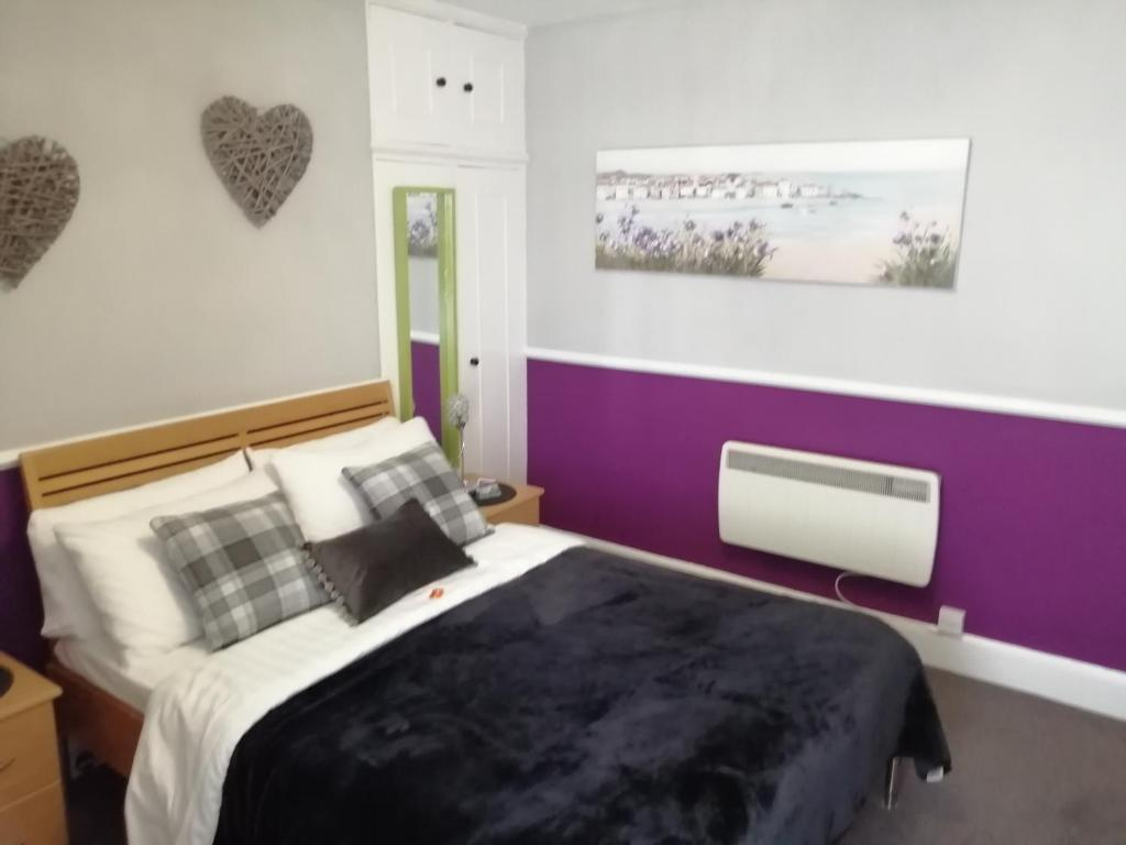 A bed or beds in a room at Burleigh Guest House