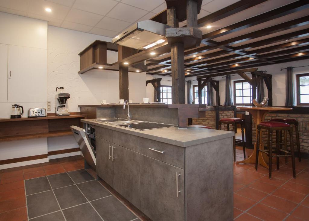 A kitchen or kitchenette at Gipfelstürmer