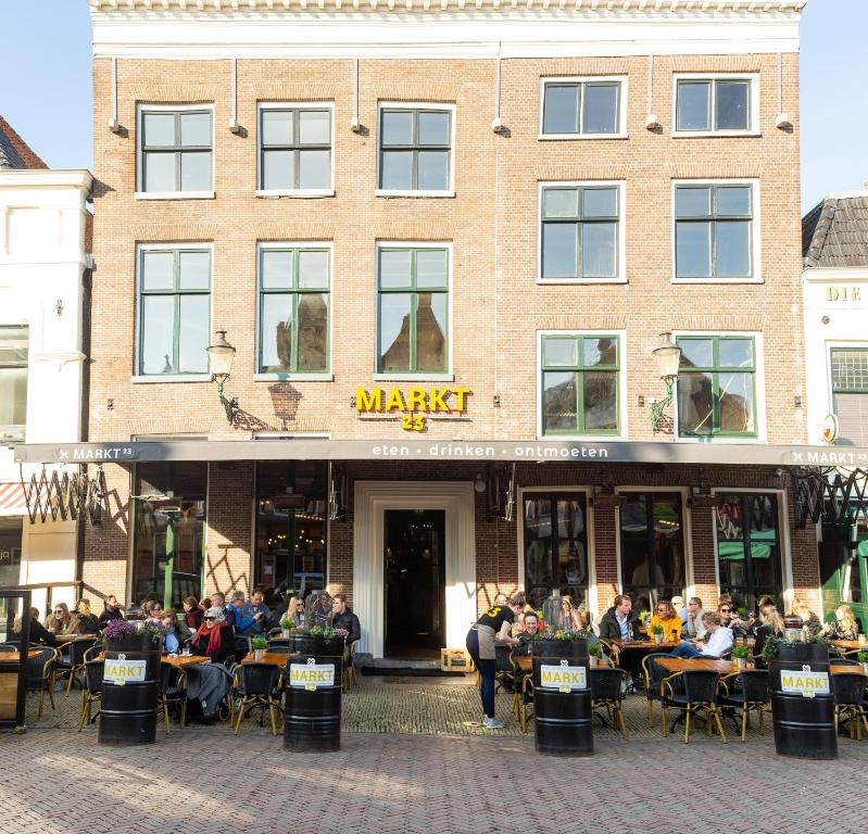 A restaurant or other place to eat at Hotel Markt23