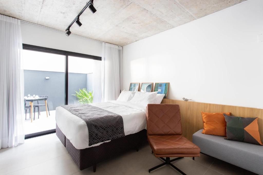A bed or beds in a room at Charlie Porto Alegre Praça 4