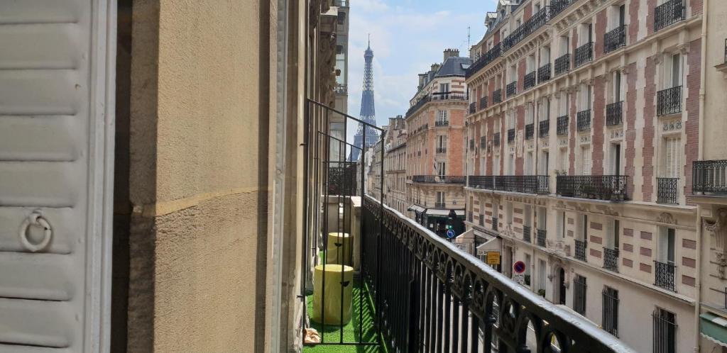 A balcony or terrace at Elysées Union