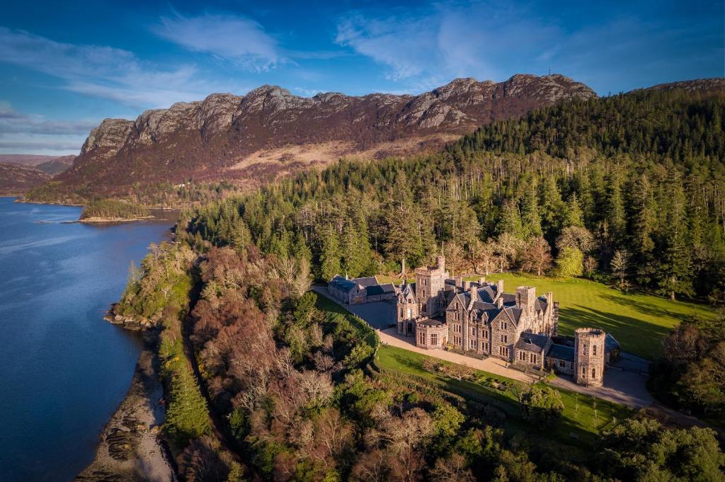A bird's-eye view of Duncraig Castle Bed and Breakfast