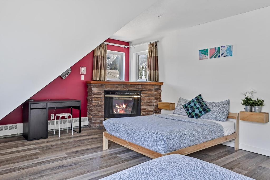 A bed or beds in a room at Samesun Banff