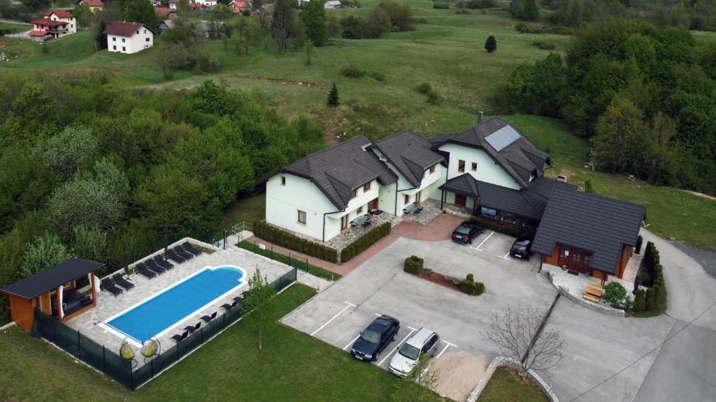 Een luchtfoto van Pansion Villa Cancar