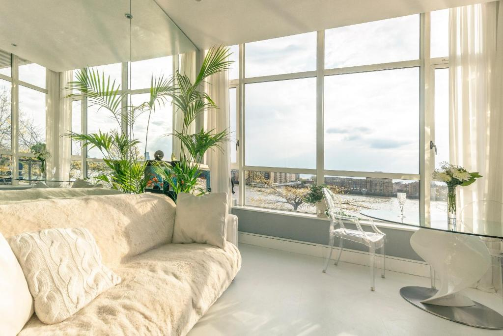Amazing riverside apartment in Canary Wharf