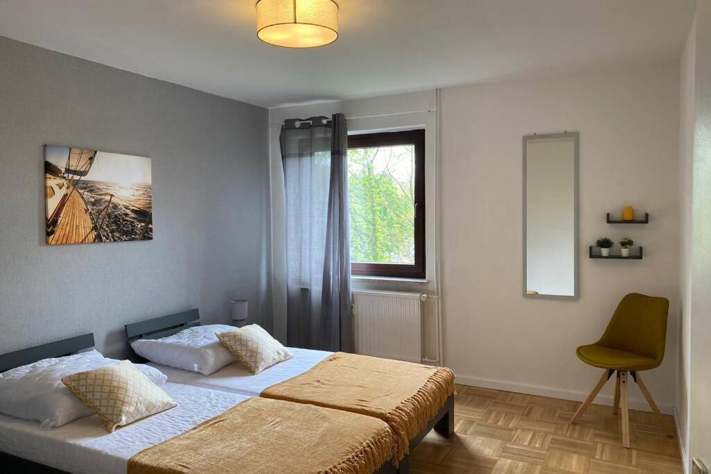 A bed or beds in a room at Gemütliche Wohnung zwischen Grün und Duisburg Hbf