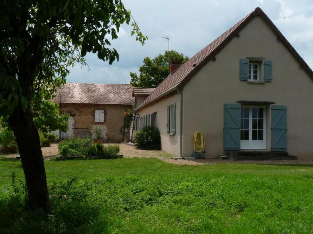 Gîte Paray-le-Frésil, 4 pièces, 6 personnes - FR-1-489-322
