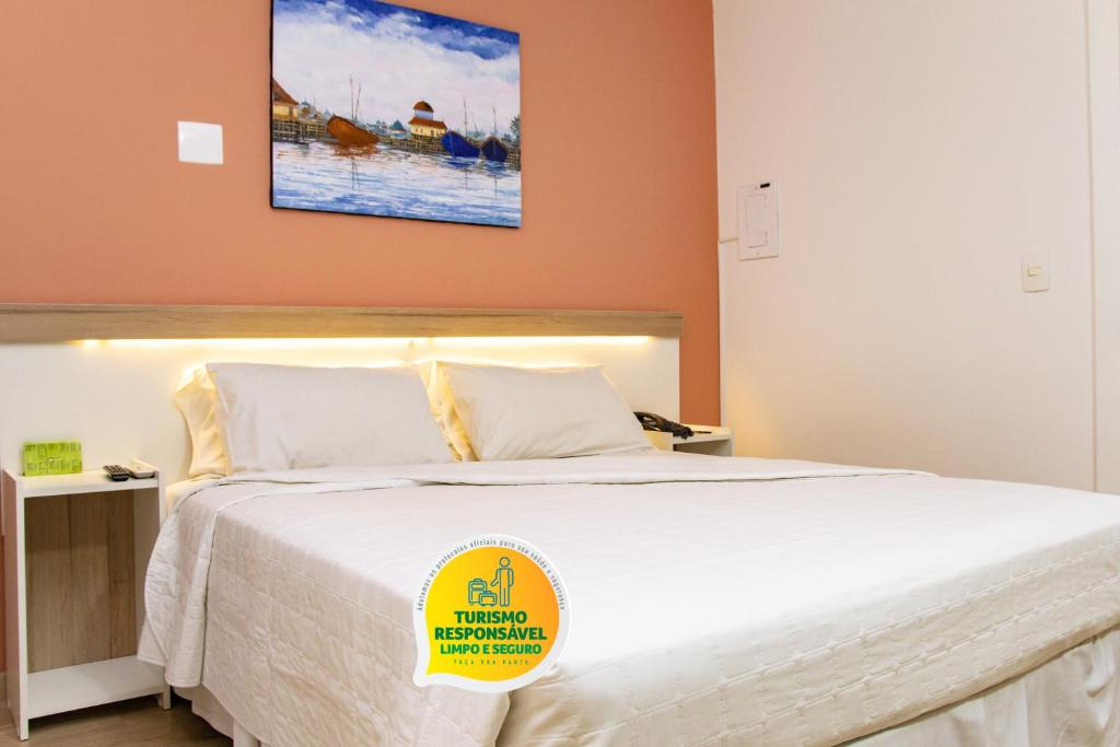 A bed or beds in a room at Bristol Upper Residence Hotel