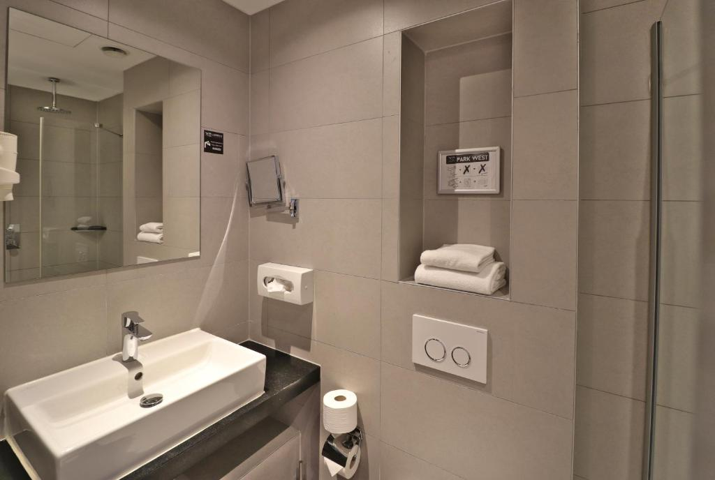 A bathroom at XO Hotels Park West