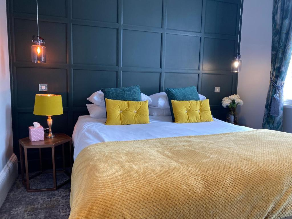 A bed or beds in a room at The Bootham Tavern - York
