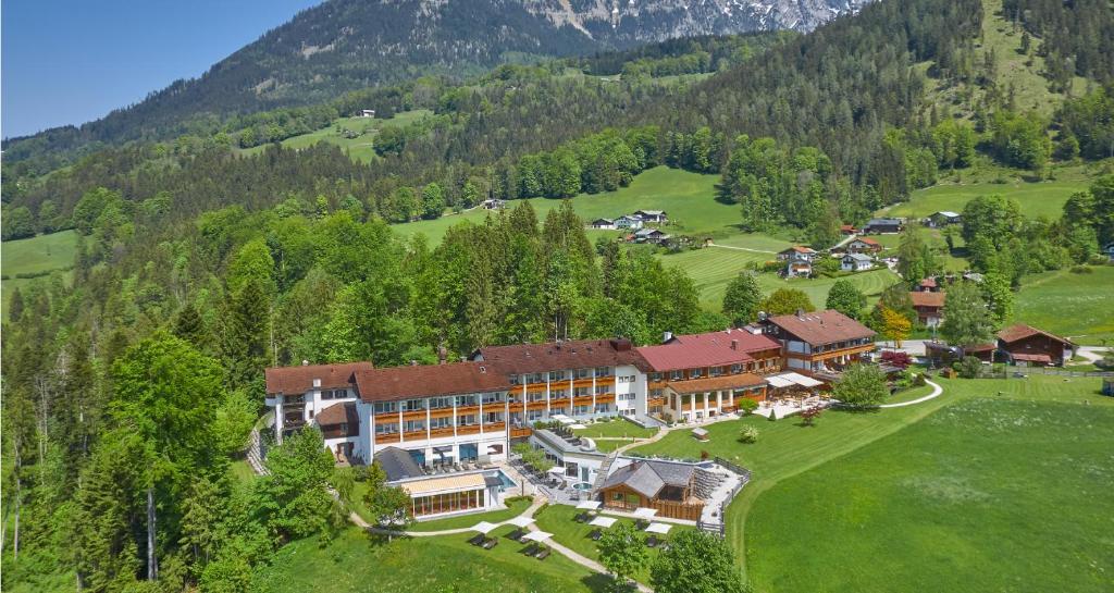 A bird's-eye view of Alm- & Wellnesshotel Alpenhof