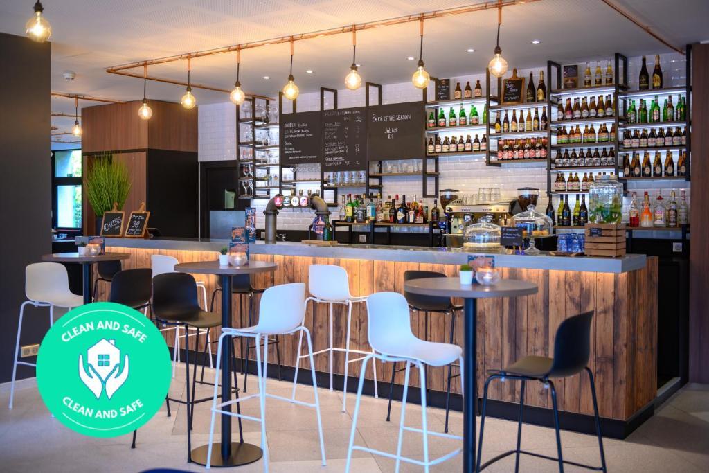 The lounge or bar area at Tulip Inn Antwerpen