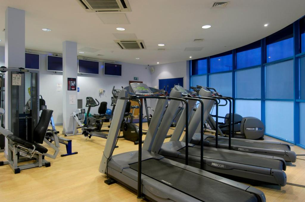 The fitness center and/or fitness facilities at voco Reading