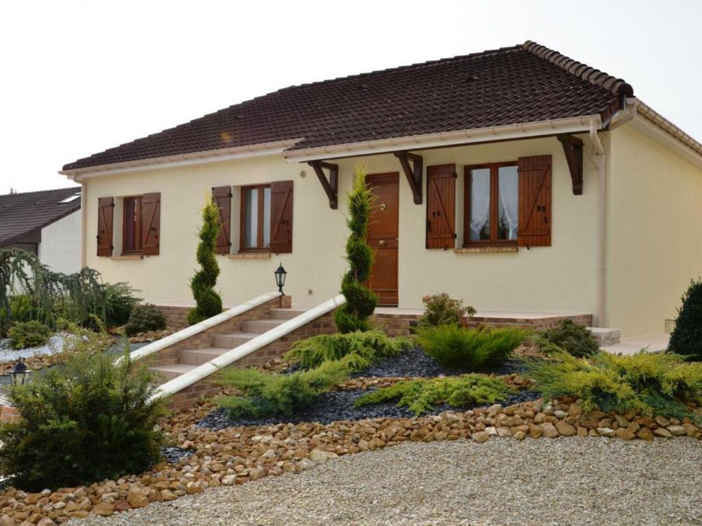 Gîte Maizières-la-Grande-Paroisse, 5 pièces, 8 personnes - FR-1-543-186