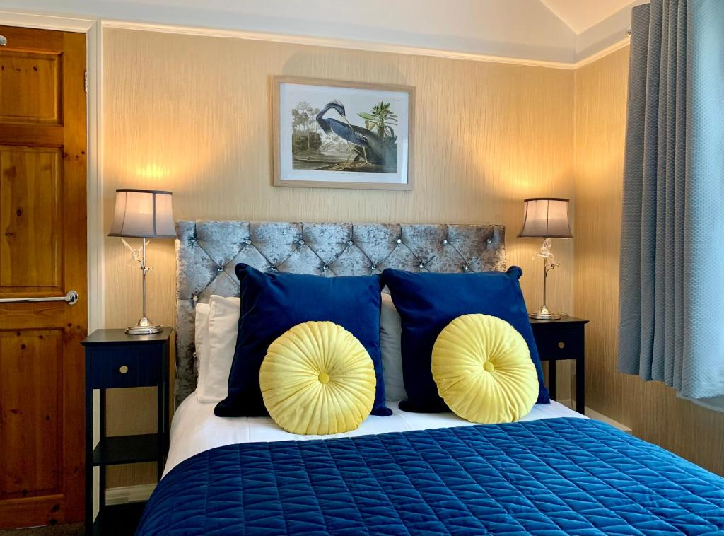 A bed or beds in a room at SW Bed & Breakfast