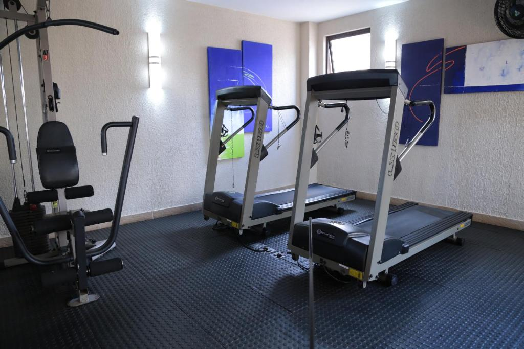 The fitness center and/or fitness facilities at Hotel Metrópole Maringá
