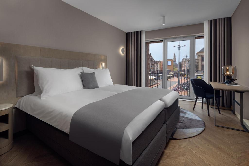 Een bed of bedden in een kamer bij The Market Hotel