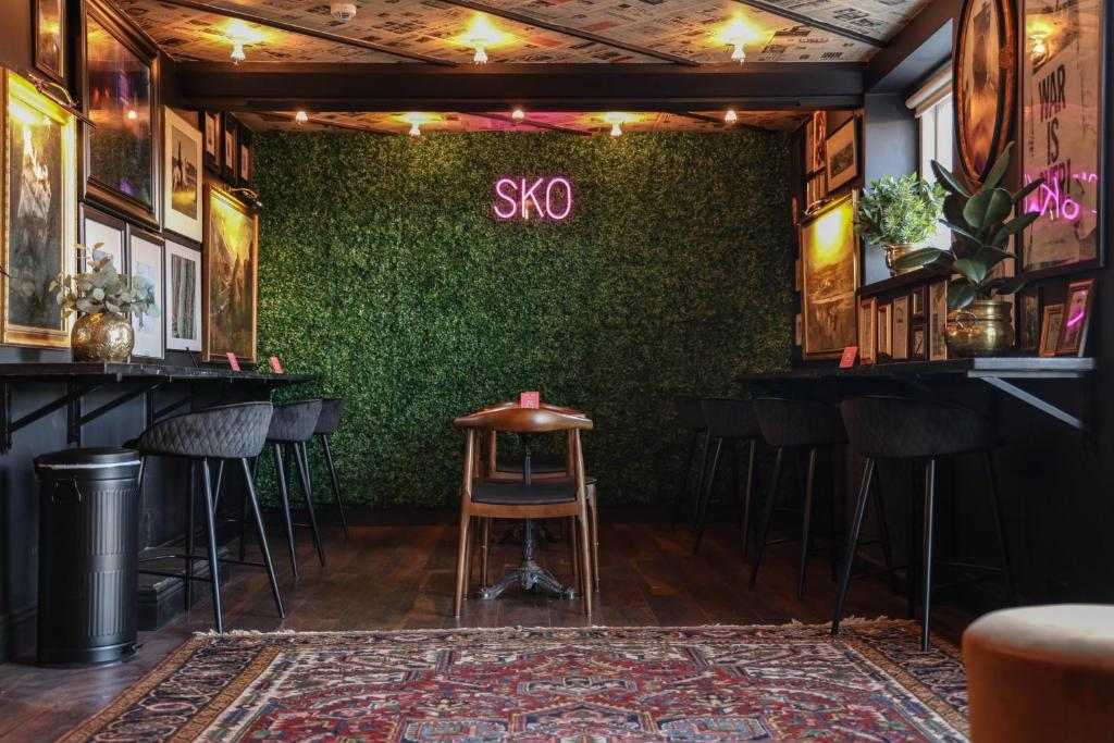 A restaurant or other place to eat at Hotel Akureyri