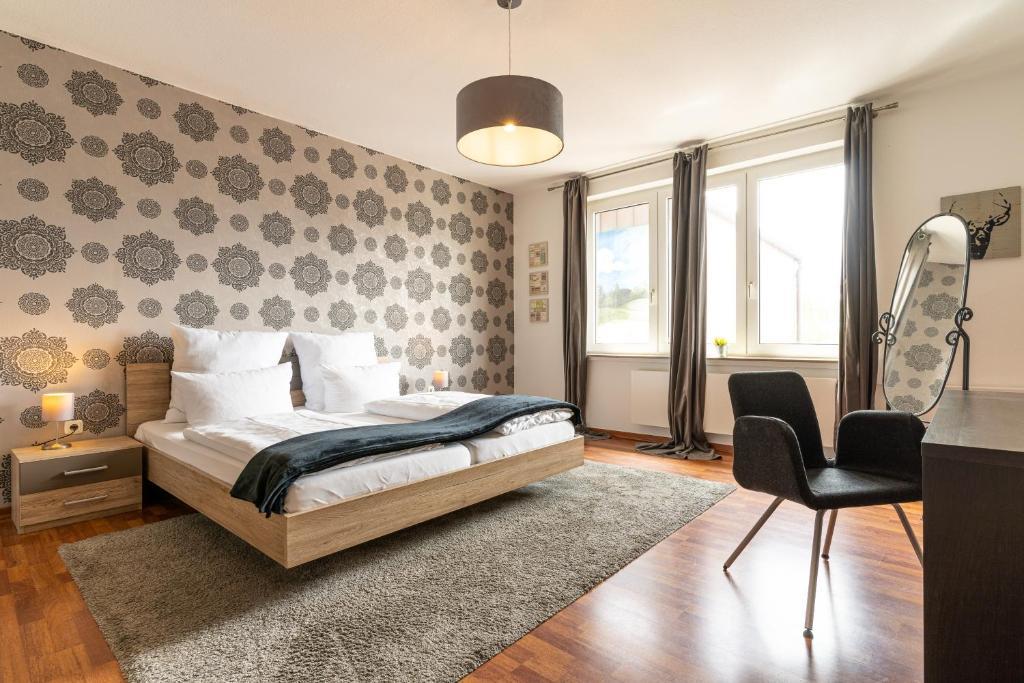 Кровать или кровати в номере Schäfers Hotel