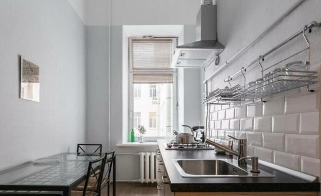 Кухня или мини-кухня в Apartment Novocherkasskiy 32