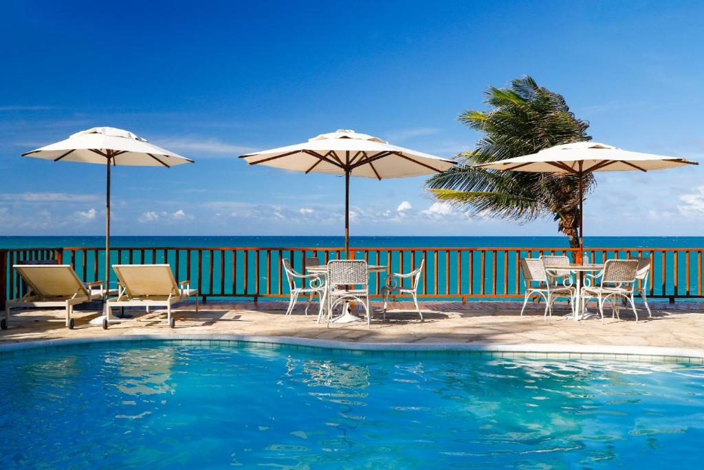 The swimming pool at or close to Manary Praia Hotel