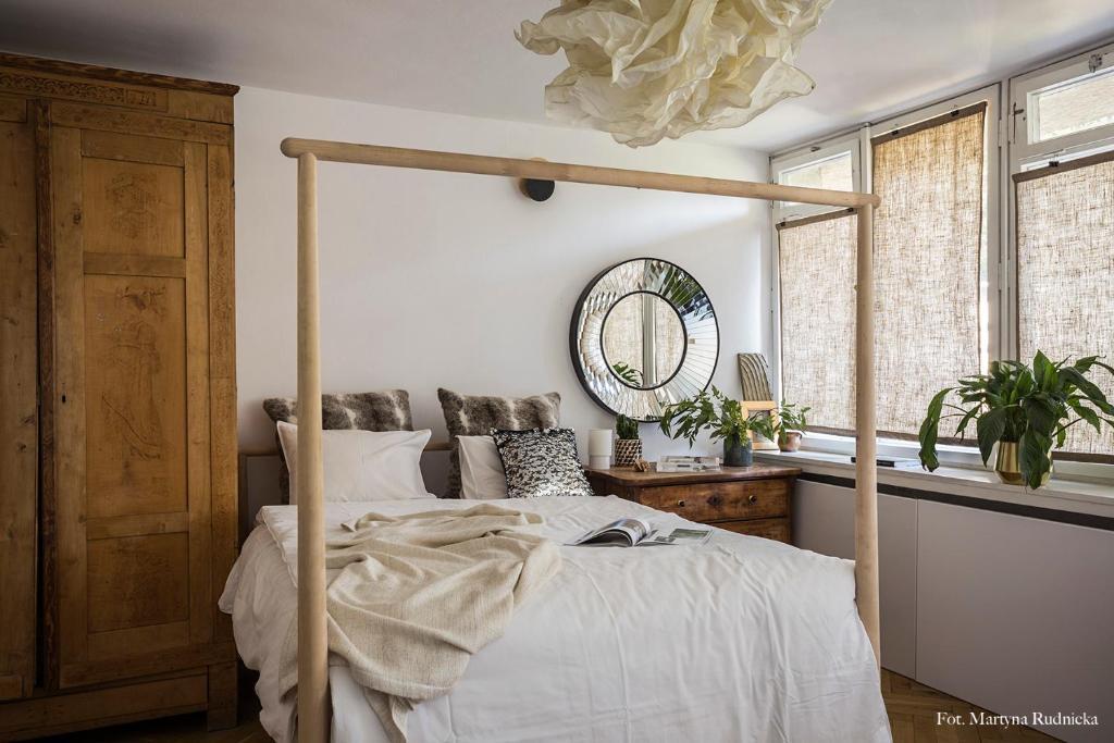 Łóżko lub łóżka w pokoju w obiekcie Opera Art Apartment