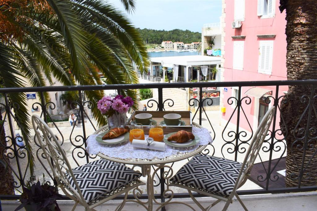 A balcony or terrace at Apartment Adriatica City