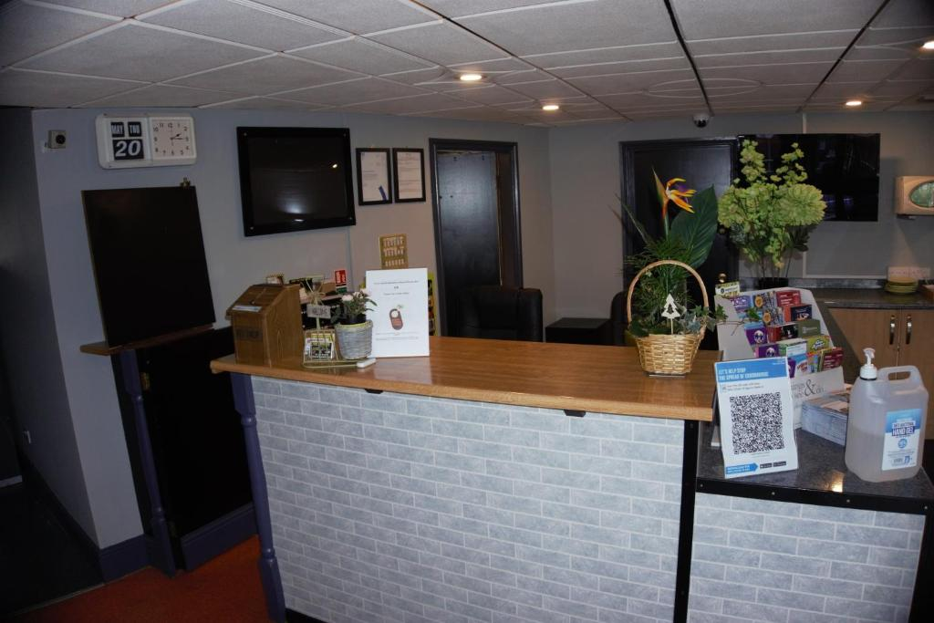 The lobby or reception area at Happy Guests Lodge