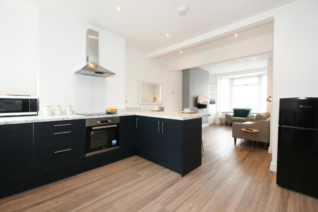 A kitchen or kitchenette at Derbyshire House