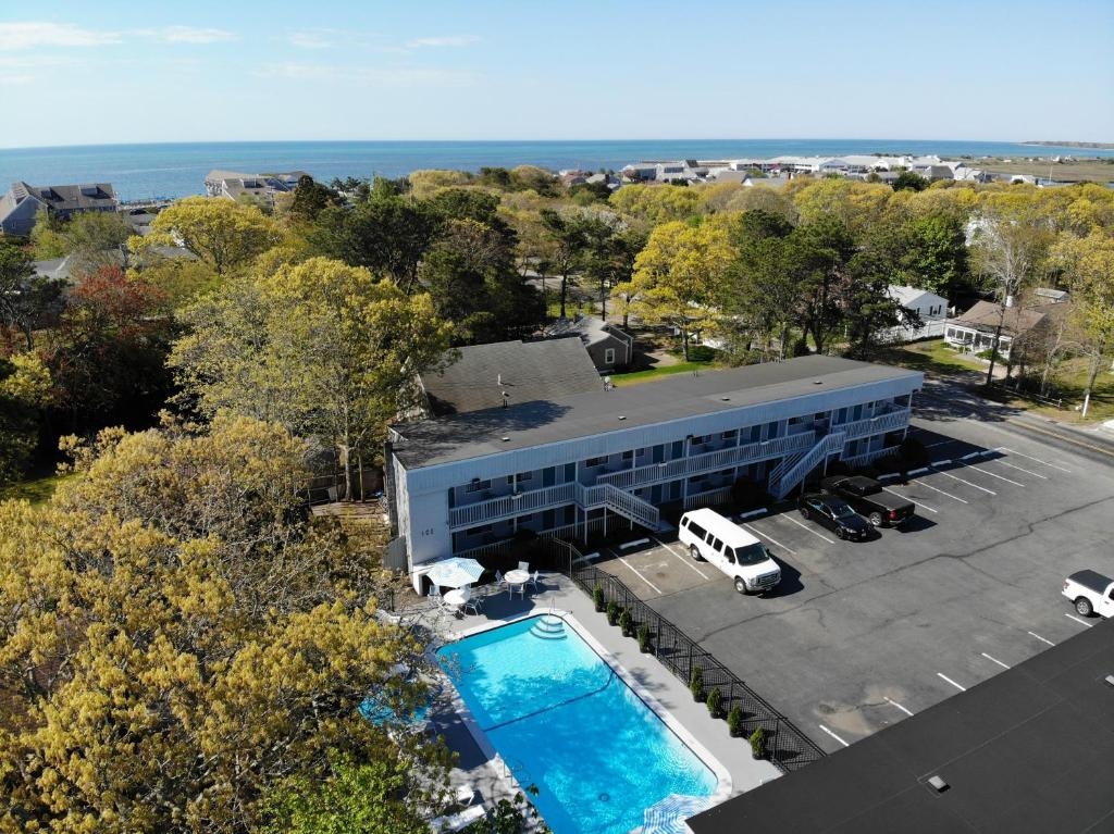 A bird's-eye view of Ocean Breeze Motel