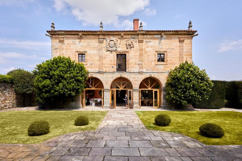 Helguera Palacio Boutique & Antique