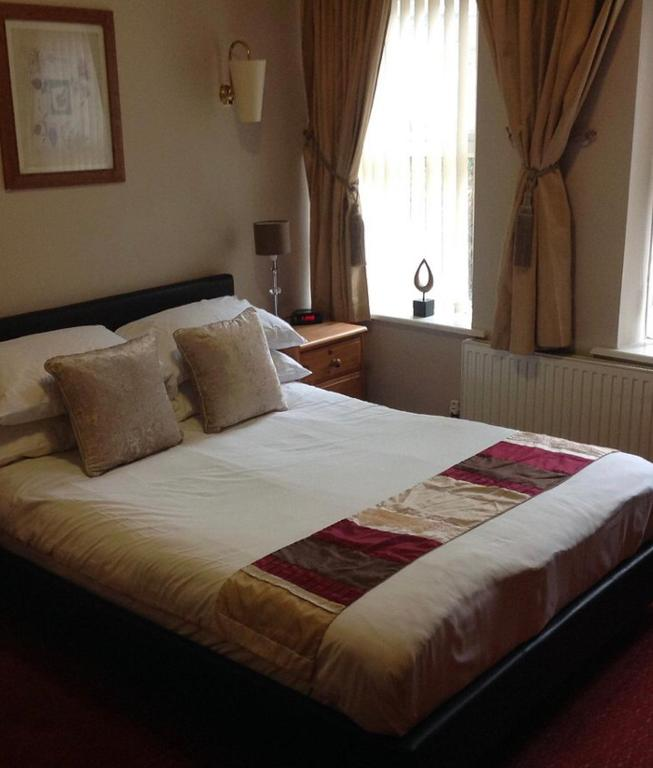 A bed or beds in a room at The Dillwyn arms