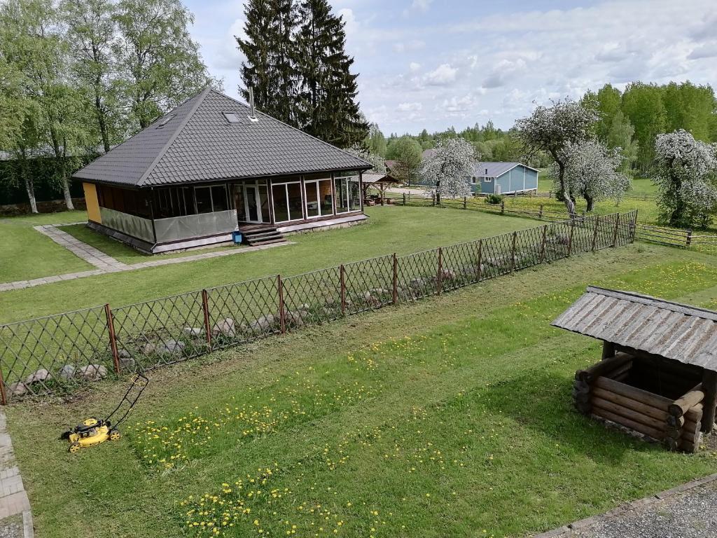 Сад в Holiday home Berezovyi Hutor