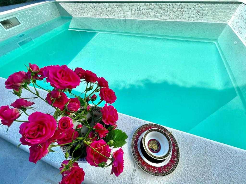 The swimming pool at or close to Maison Laurel