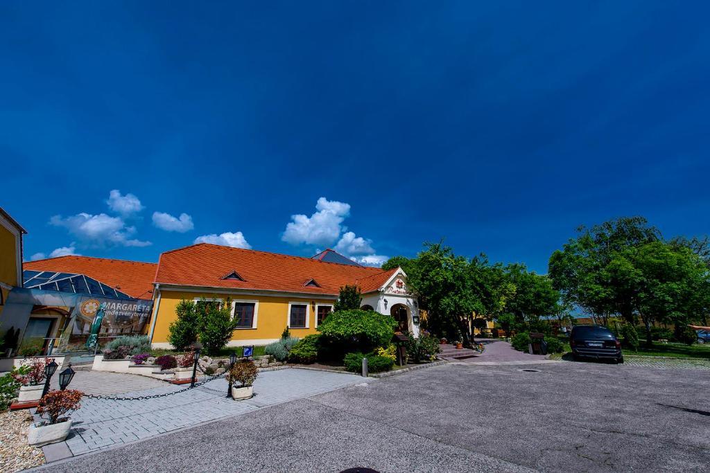 Gastland M0 Hotel & Restaurant Szigetszentmiklos, Hungary