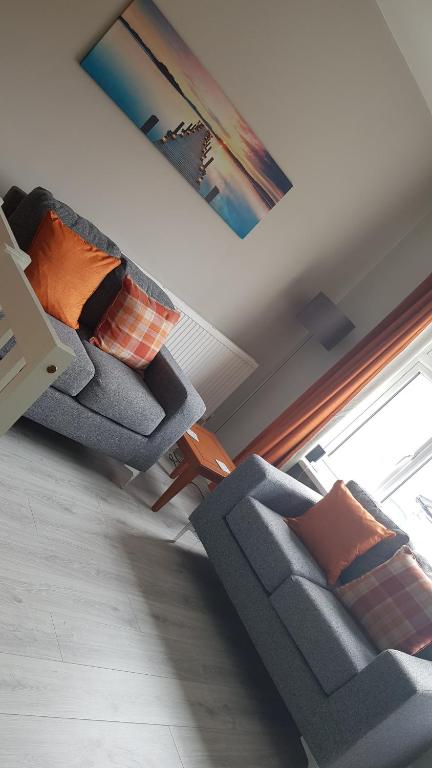A seating area at Superb 1st Floor Town Centre Apartment-Refurbished