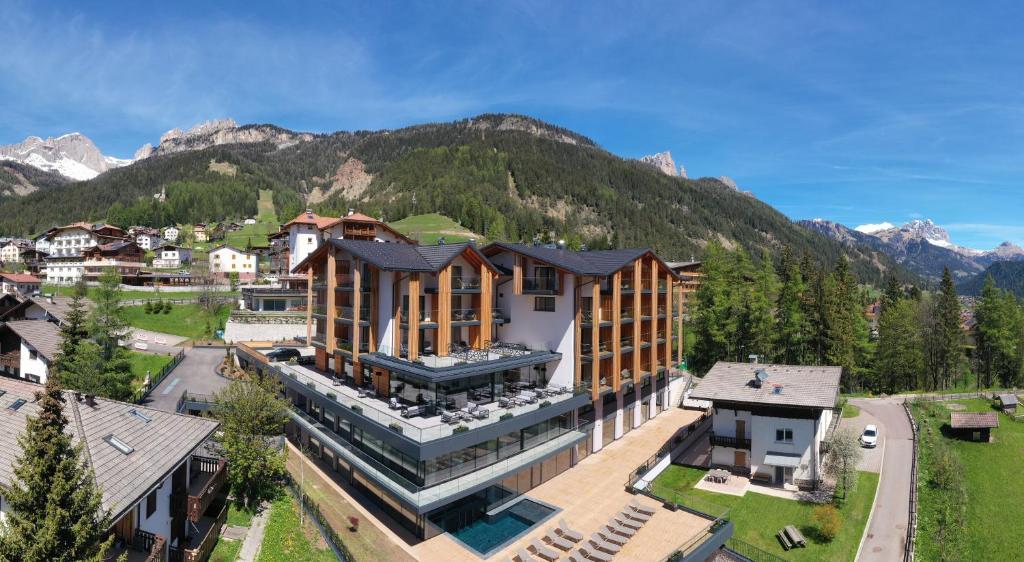 Vista aerea di Ciampedie Luxury Alpine Spa Hotel