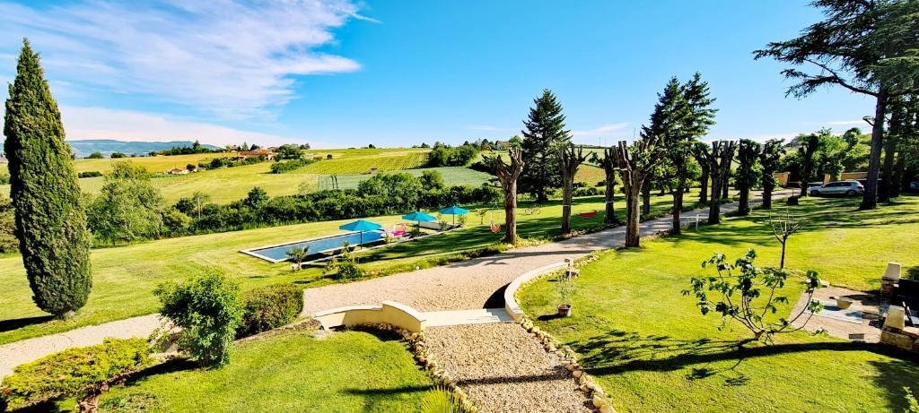 Vue sur la piscine de l'établissement Casa Vigna ou sur une piscine à proximité