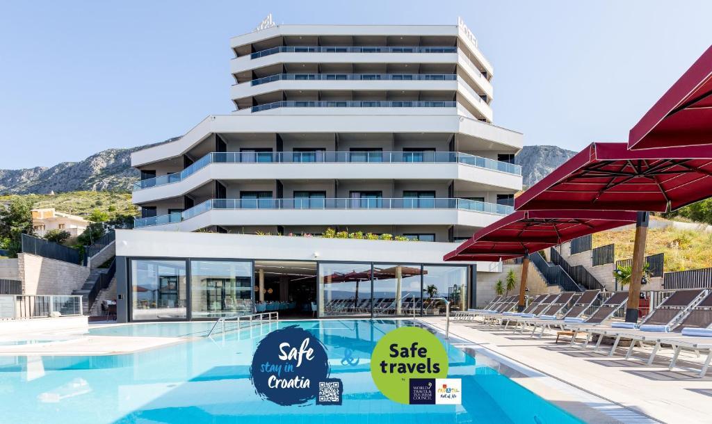 The swimming pool at or near Hotel Plaža Duće