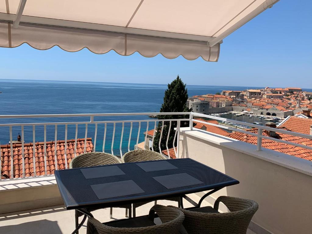 A balcony or terrace at Villa Leoni